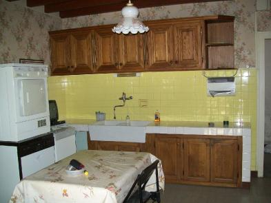 Photo 3 - Fitted kitchen