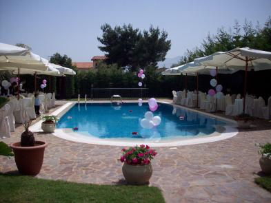 Photo 2 - Swimming pool