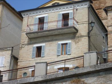 Very nice village house (9 rooms - 120 sqm) in FALERONE