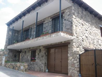 Very nice village house (6 rooms - 300 sqm) in NAVAMORCUENDE (TOLEDO)