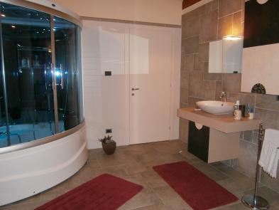 Photo 6 - Bathroom 1