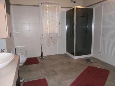 Photo 7 - Shower room