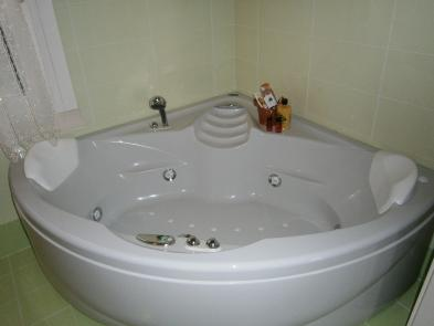 Photo 9 - Bathroom 2