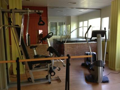 Photo 8 - Exercise room