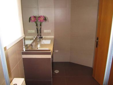 Photo 2 - Bathroom 2