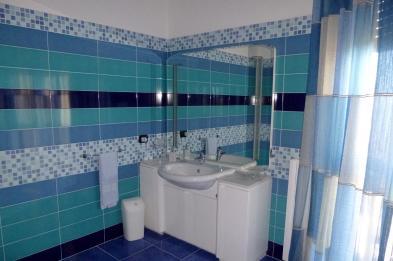 Photo 9 - Shower room