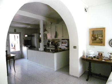 Photo 2 - Dining room