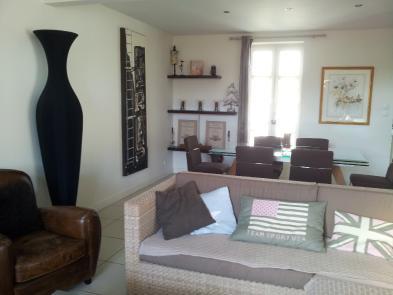 Photo 8 - Spacious living room