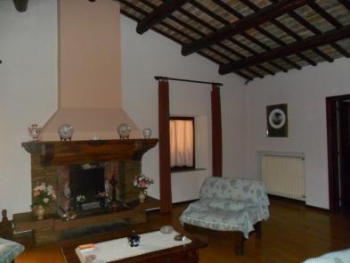 Photo 7 - Dining room