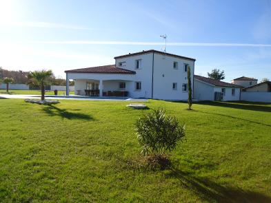 Superb contemporary house (8 rooms - 267 sqm) in MONTAUBAN