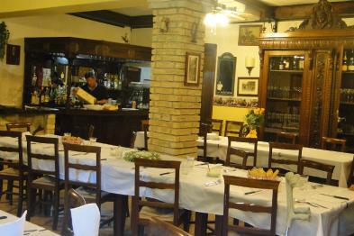 Photo 10 - Dining room