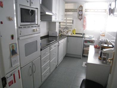 Photo 8 - Fitted and equipped kitchen