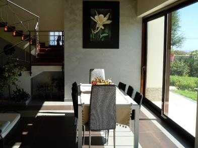 Photo 5 - Dining room