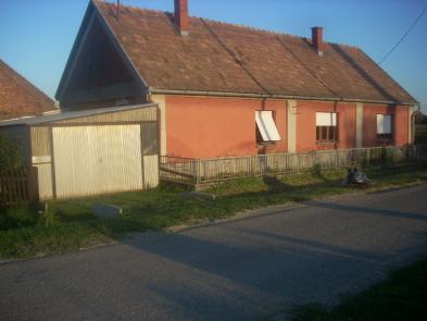 Nice village house (5 rooms - 100sqm) in GODRÉ