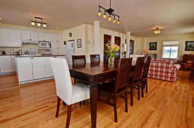 Photo 3 - Dining room