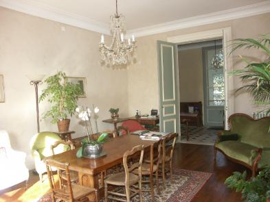 Photo 8 - Dining room