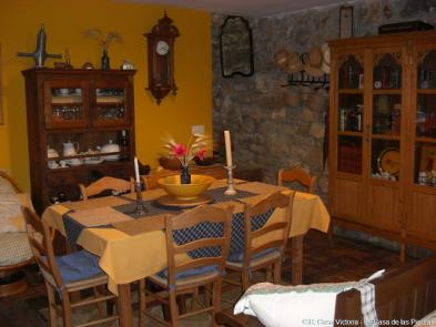 Photo 7 - Dining room