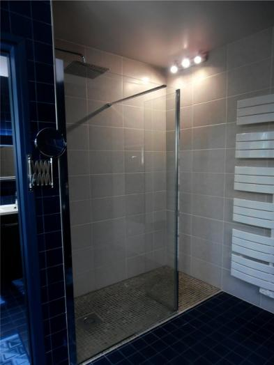 Photo 9 - Shower room