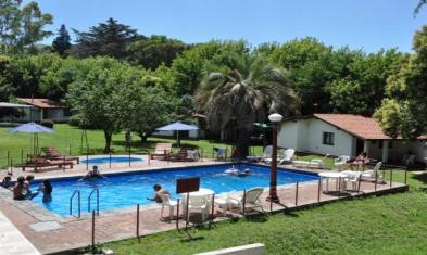 Very nice self-catering (2 stars) (30 rooms - 739 sqm) in LA FALDA (PVCIA. CÓRDOBA)