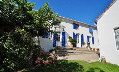 Superb farmhouse (9 rooms - 390 sqm) in ST NICOLAS DE LA GRAVE