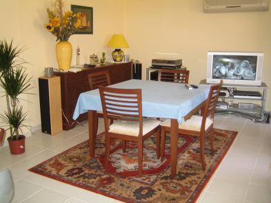 Photo 2 - Dining room