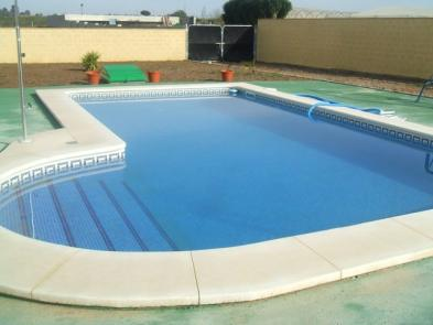 Photo 2 - Swimming pool