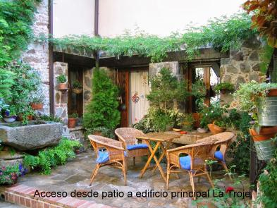 Photo 1 - Private courtyard