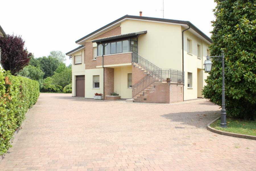 Nice villa (12 rooms - 400 sqm) in FERRARA (FE)