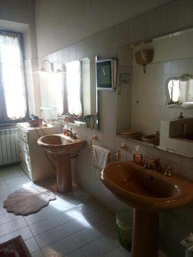 Photo 4 - Bathroom