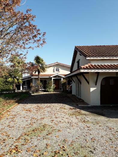 Villa in STE LIVRADE SUR LOT