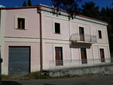 Very nice estate (12 rooms - 400 sqm) in CLETO