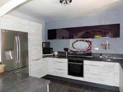 Photo 2 - Fitted and equipped kitchen