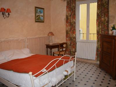 Photo 8 - Bedroom