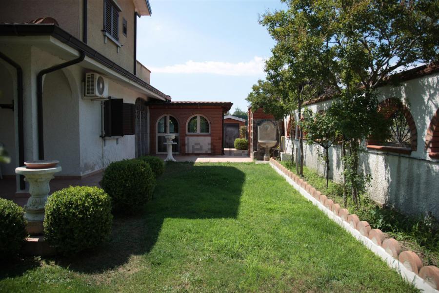 Photo 5 - House