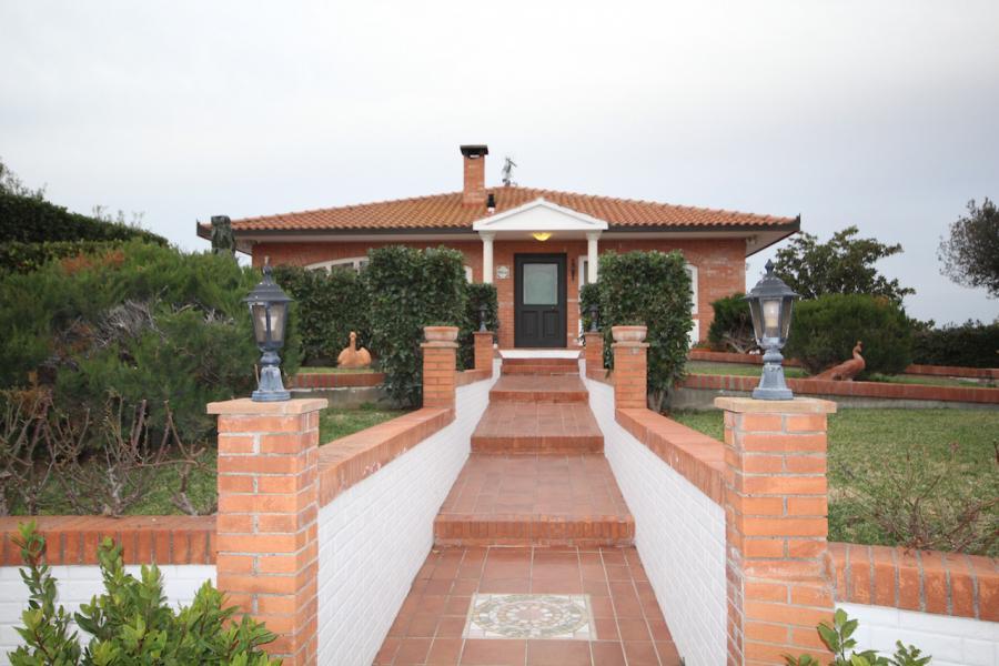 Magnificent villa (10 rooms - 350sqm) in CECINA