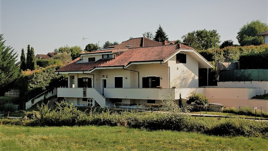 Very nice villa (14 rooms - 300 sqm) in PECETTO TORINESE