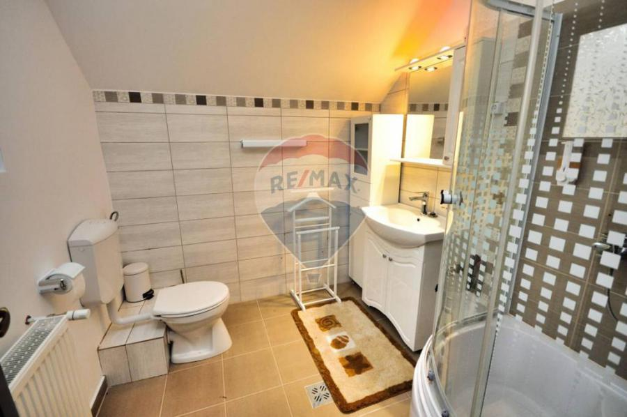 Photo 9 - Bathroom 2