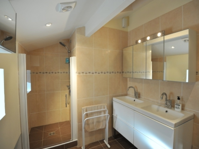 Photo 8 - Bathroom 1