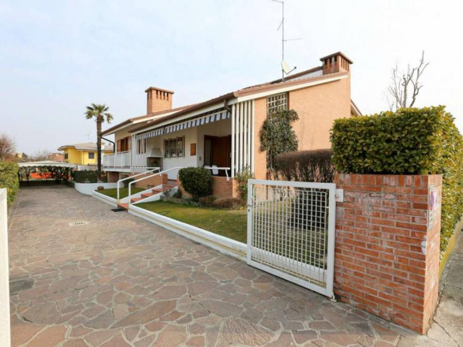 Very nice contemporary house (5 rooms - 350 sqm) in RIVAROTTA DI TEOR