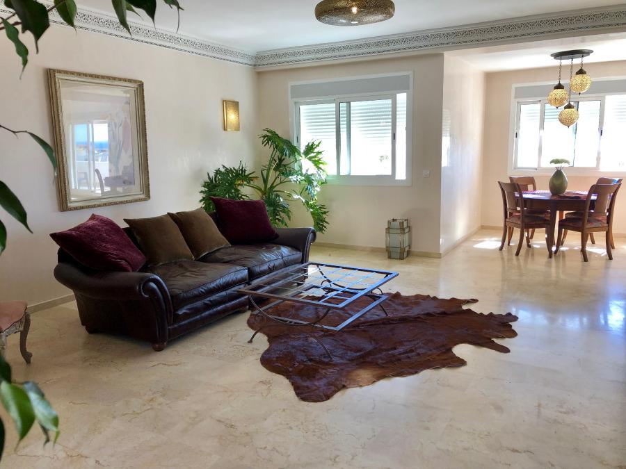 Photo 3 - Spacious living room