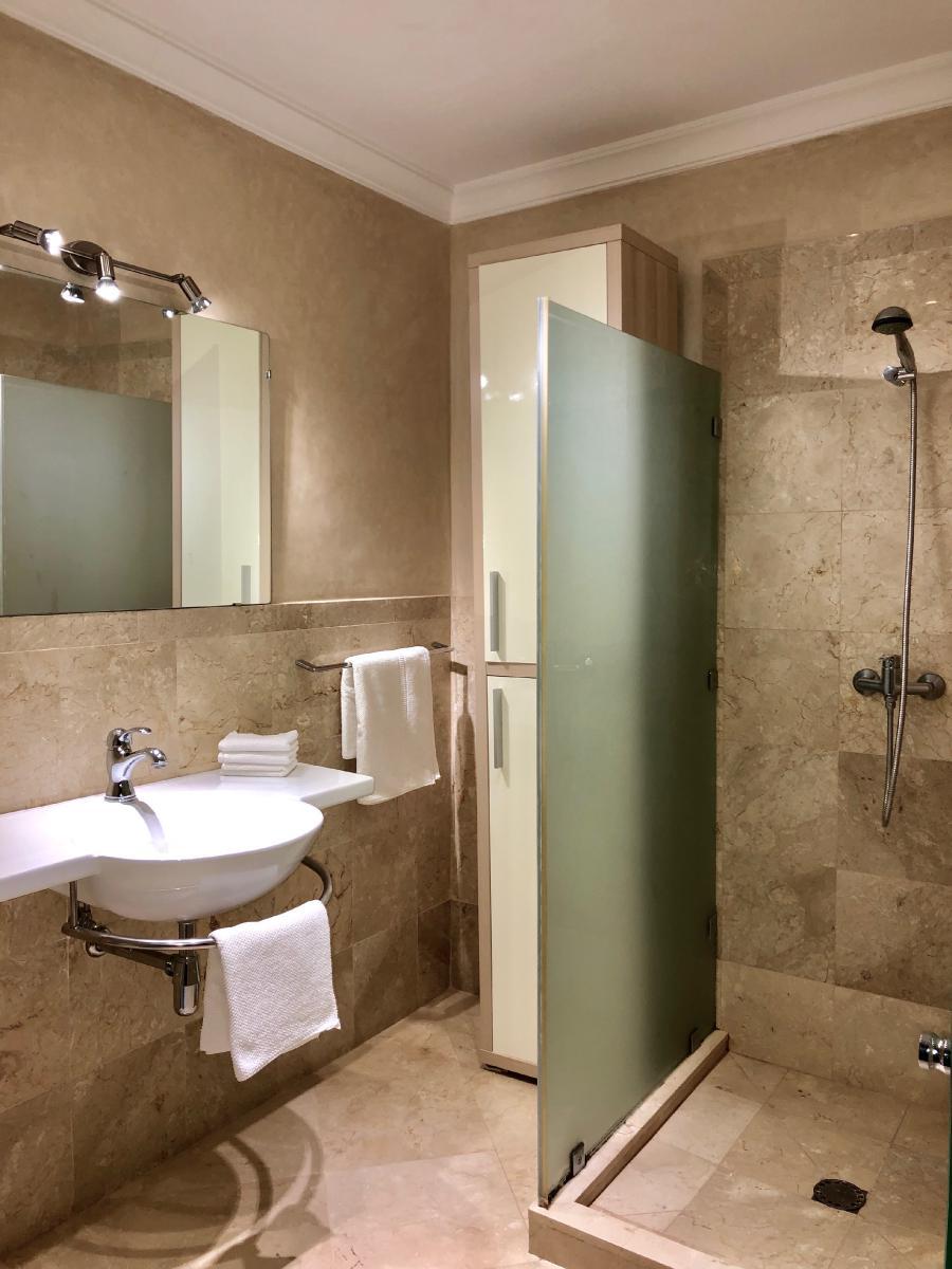 Photo 8 - Bathroom 1