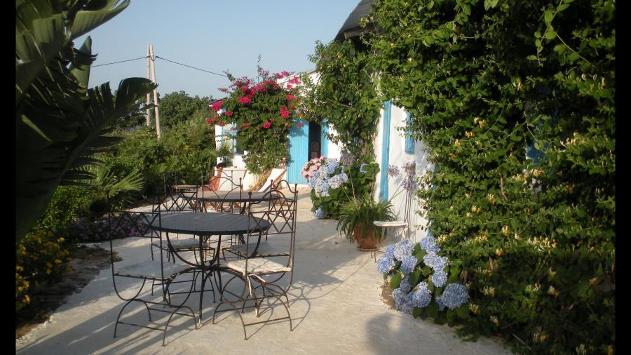 Very nice small farmhouse (6 rooms - 170 sqm) in TANGER