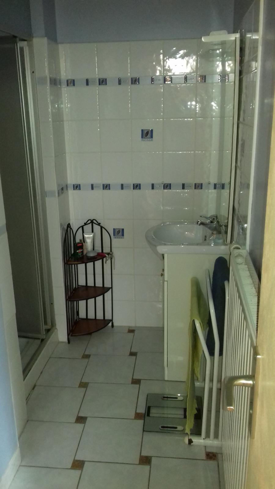 Photo 8 - Shower room