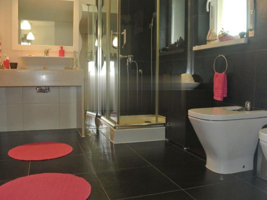 Photo 5 - Bathroom