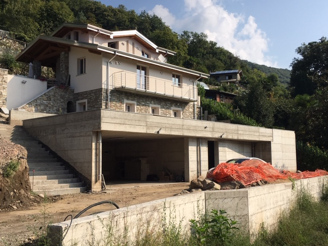 Very nice villa (7 rooms - 2,100 sqm) in MACCAGNO CON PINO E VEDDASCA