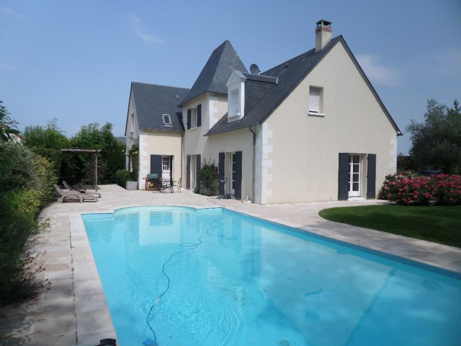 Very nice contemporary house (8 rooms - 250 sqm) in CHAMBRAY LES TOURS