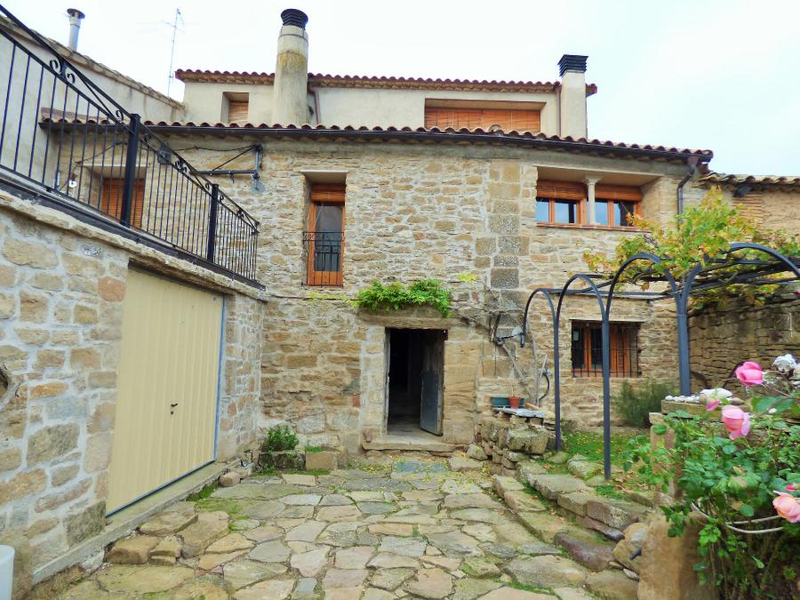 Nice old house (7 rooms - 290 sqm) in SIESO DE HUESCA
