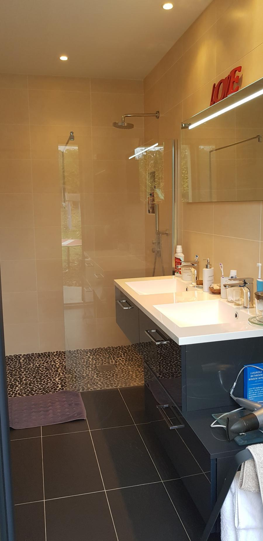Photo 7 - Shower room