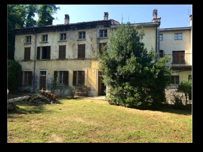 Estate (16 rooms - 600 sqm) in CANNETO PAVESE