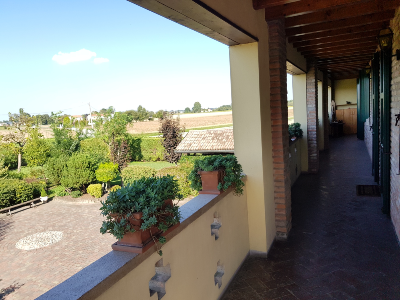 Superb villa (2 rooms - 400 sqm) in BONDENO